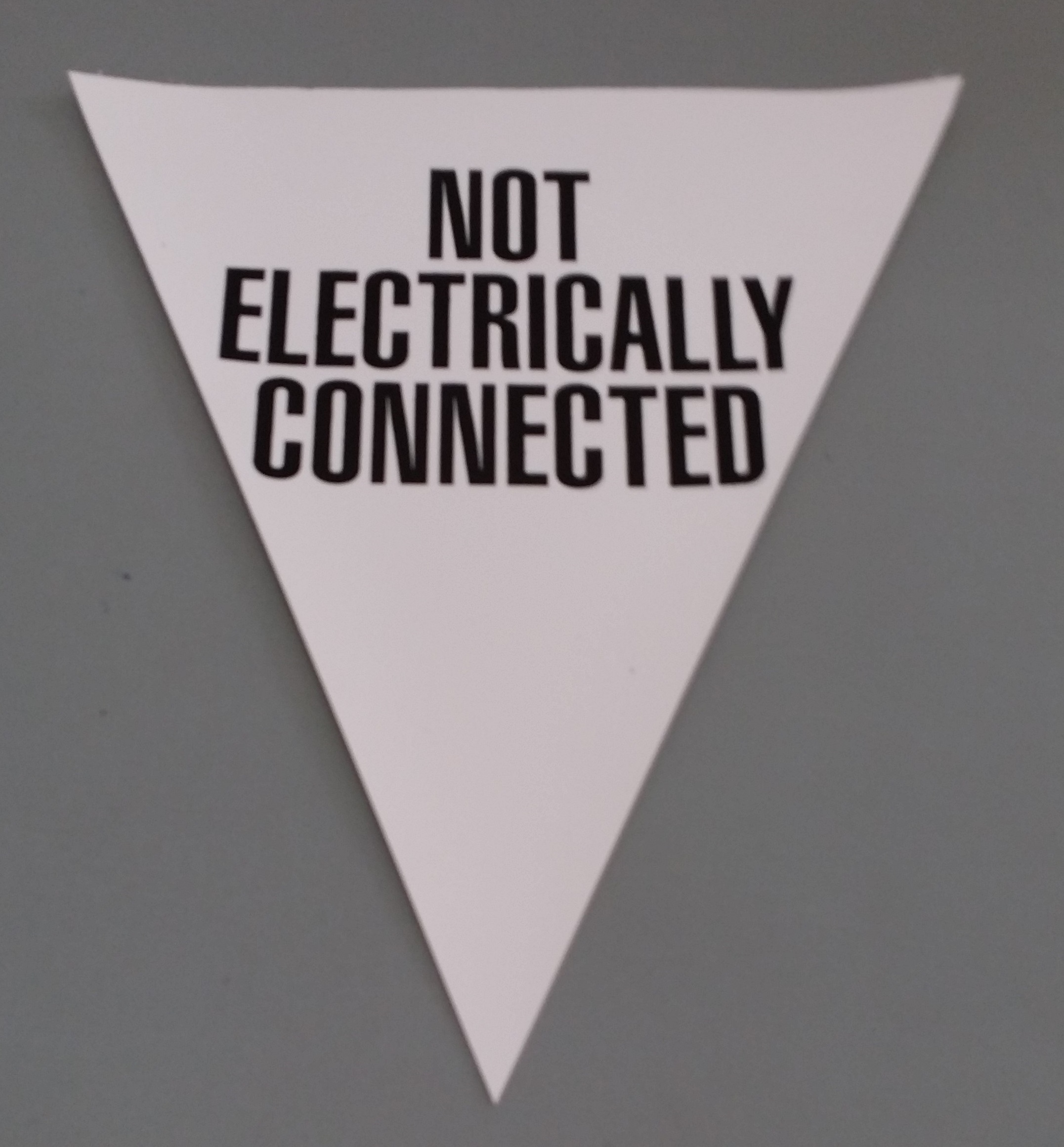 Not Electrically Connected (white)